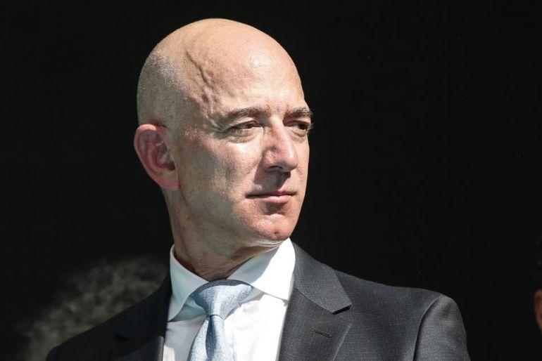 Hai gã khổng lồ bán lẻ Amazon và Walmart giành được ưu thế trong bối cảnh đại địch