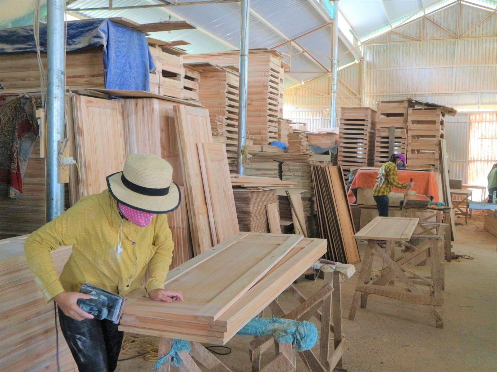 Một doanh nghiệp tại làng nghề mộc Vân Du, huyện Đoan Hùng (Phú Thọ)