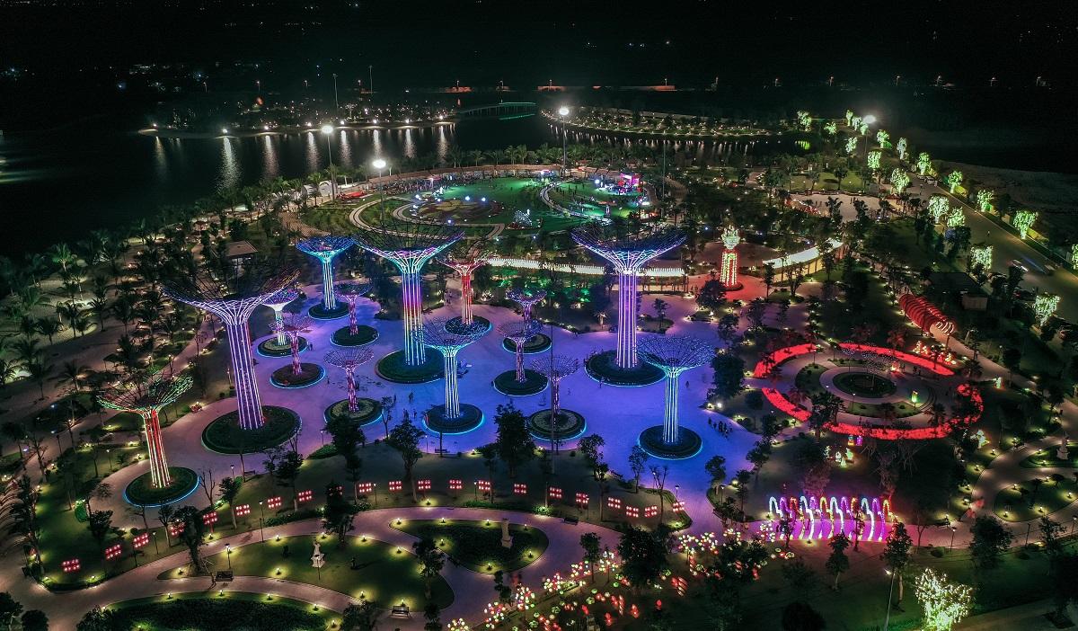 Khuôn viên sinh thái và thông minh của Vinhomes Grand Park mang tới cho cư dân cao tầng một cuộc sống nghỉ dưỡng hiện đại bậc nhất Việt Nam ngay trong lòng đô thị.