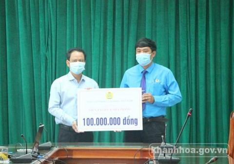 Khánh Hòa: Trao tặng 140 triệu đồng hỗ trợ công tác phòng, chống dịch Covid-19