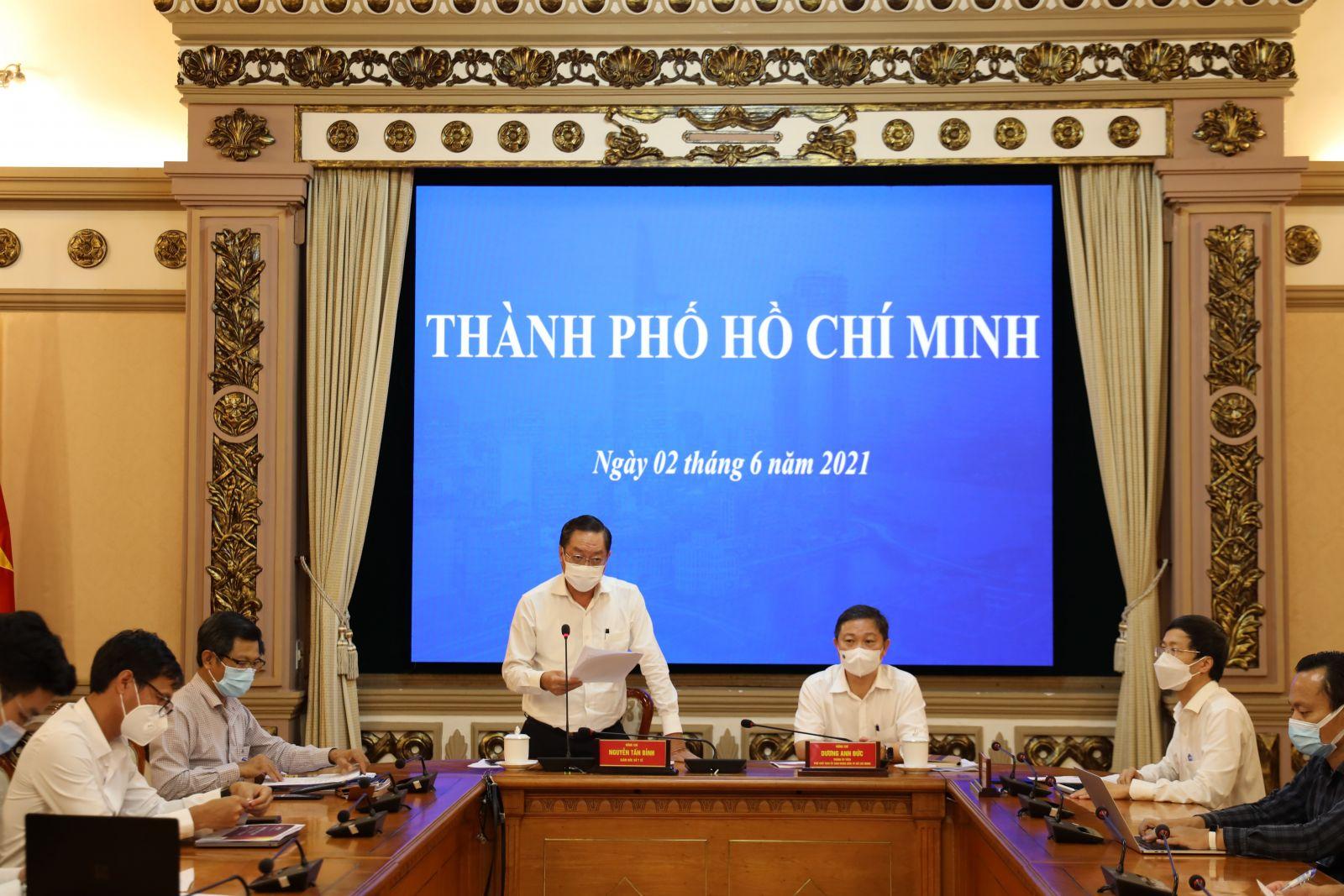 Cuộc họp ở đầu cầu TPHCM ngày 02/06/2021 giữa lúc dịch bệnh đang bùng phát mạnh tại địa phương .