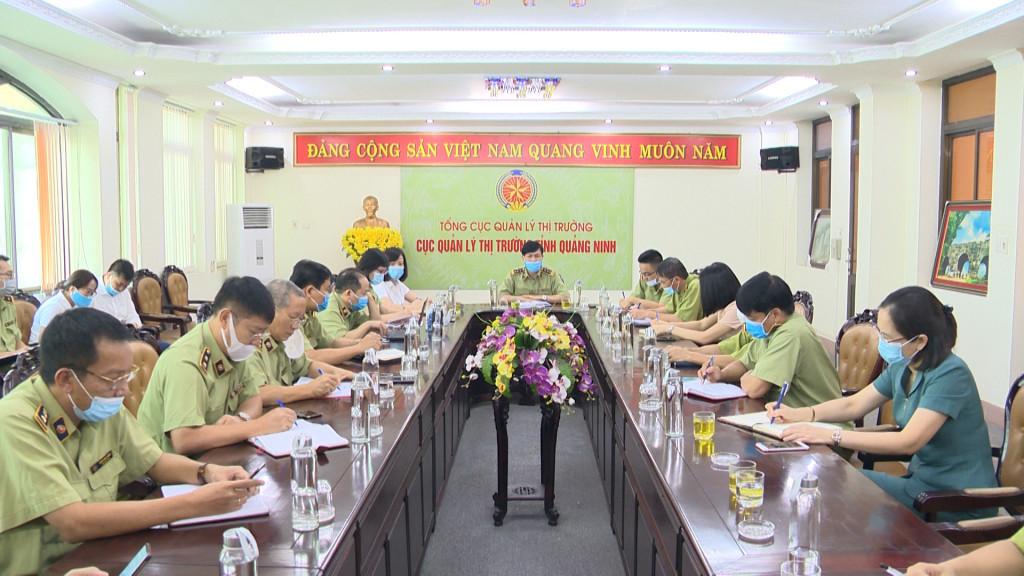 Quang cảnh buổi họp bàn giải pháp hỗ trợ tiêu thụ vải cho người dân tỉnh Bắc Giang.