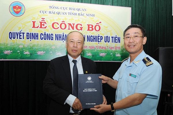Cục Hải quan tỉnh Bắc Ninh trao Giấy chứng nhận Doanh nghiệp ưu tiên cho doanh nghiệp