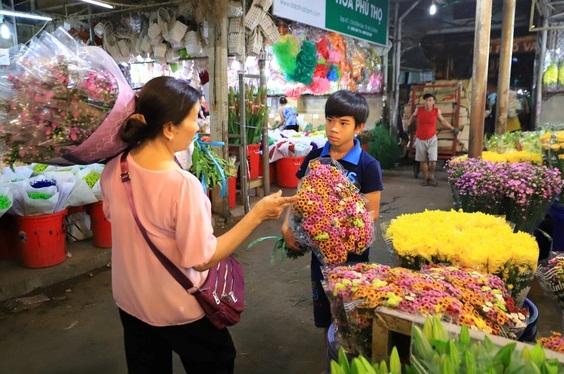 Cùng thời điểm năm ngoái, chợ Đầm Sen tiêu thụ khoảng 20 triệu cành hoa Đà Lạt
