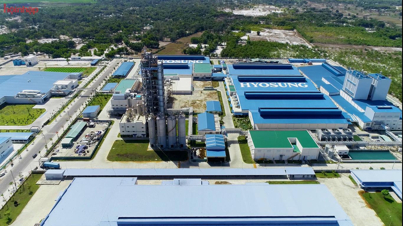 Từ đầu năm 2021 đến nay, ngoài dự án phụ trợ cơ khí ô tô của Công ty Hyosung đi vào hoạt động với tổng vốn đầu tư gần 250 triệu USD, Công ty Hyosung đã ký thỏa thuận UBND tỉnh Quảng Nam về việc đầu tư cụm nhà máy công nghiệp phụ trợ ngành cơ khí ô tô với quy mô diện tích khoảng 100 ha với tổng vốn đầu tư 1,34 tỷ USD.