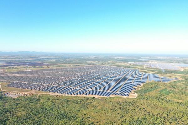 Cụm nhà máy Điện mặt trời Xuân Thiện EA Súp có công suất 600MW/831MWp được đánh giá là cụm nhà máy điện mặt trời lớn nhất Đông Nam Á