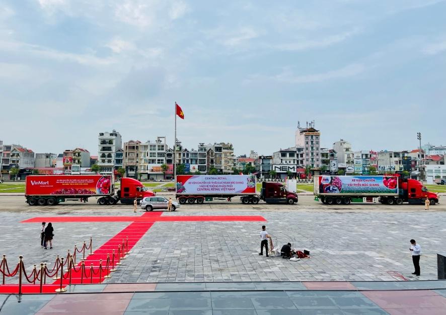 Đoàn xe vải thiều xuất hành tiêu thụ tại thị trường trong nước và quốc tế