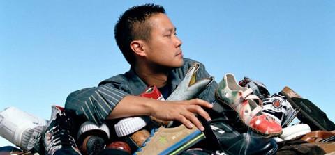 """Cuộc đời của """"triệu phú bán giày"""" Tony Hsieh"""