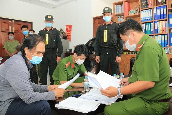 Cơ quan Công an tiến hành khám xét tại nhà của một bị can