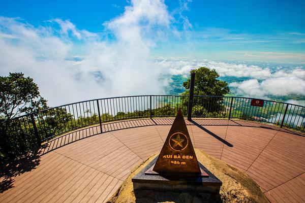 Phong cảnh hùng vĩ của Núi Bà Đen (Nguồn: Internet).