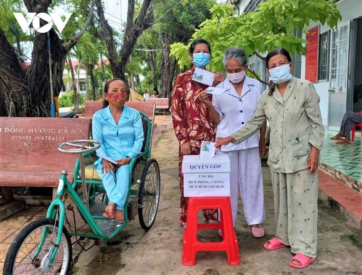 Đây đã là lần thứ 2 các cụ bà trong Trung tâm Bảo trợ xã hội tỉnh Cà Mau đóng góp cho cuộc chiến chống dịch Covid-19