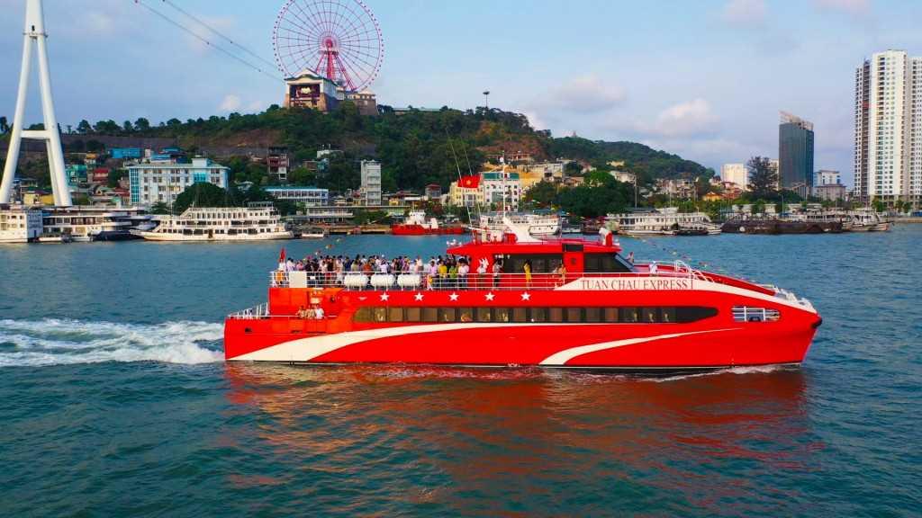 Tàu cao tốc Tuần Châu Express giúp nâng cao chất lượng dịch vụ, tạo thuận lợi cho du khách tham quan các tuyến đảo của tỉnh.