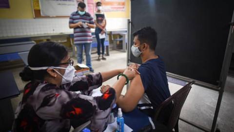 Chỉ riêng các mục tiêu tiêm chủng vắc xin đầy tham vọng của Ấn Độ sẽ không đủ để giúp quốc gia này miễn dịch cộng đồng