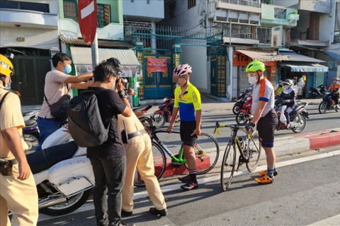 Nhiều phương tiện bị CSGT TPHCM xử phạt khi cố tình đi vào đường cấm
