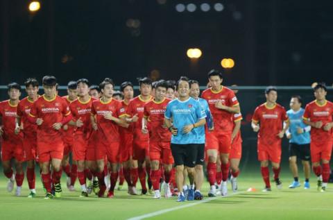 Trợ lý Lee Young-jin sẵn sàng thế vai HLV Park ở trân gặp UAE