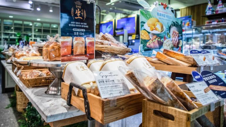 Chuỗi cửa hàng bánh mì lớn nhất Hàn Quốc Paris Baguette đã tăng giá bánh mì lên 5,6% trong tháng Hai do giá lúa mì tăng. © Hình ảnh Getty
