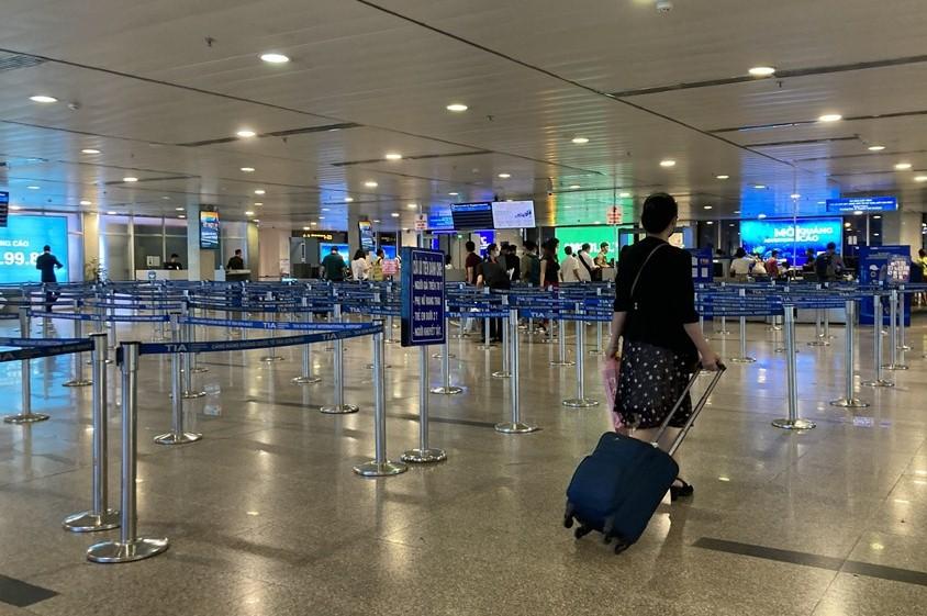 Hiện các hãng hàng không trong nước đang phải cạnh tranh gay gắt, kéo doanh thu xuống thấp, không đủ bù đắp chi phí