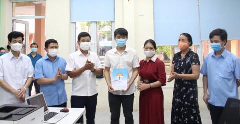 Phó Chủ tịch UBND tỉnh Phú Thọ gặp mặt, động viên học sinh tham dự Kỳ thi Olympic Vật lí châu Âu