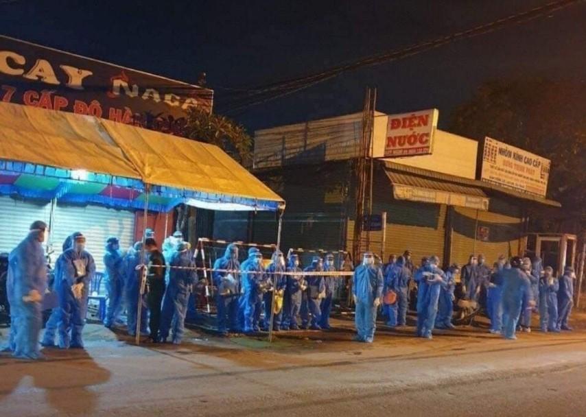 Thị xã Tân Uyên, tỉnh Bình Dương thực hiện giãn cách xã hội theo chỉ thị 16 sau khi xác nhận có thêm trường hợp F1 dương tính với Covid – 19.