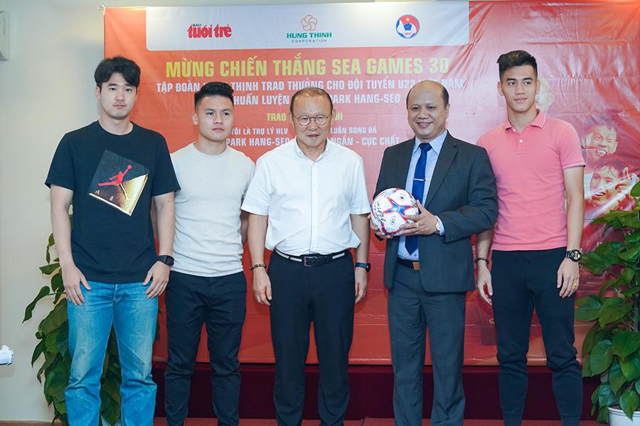 ập đoàn Hưng Thịnh trao tặng 1,5 tỷ đồng tiền thưởng cho Đội tuyển bóng đá U22 Việt Nam, Ban huấn luyện và HLV Park Hang Seo với chiến thắng tại SEA Games 30