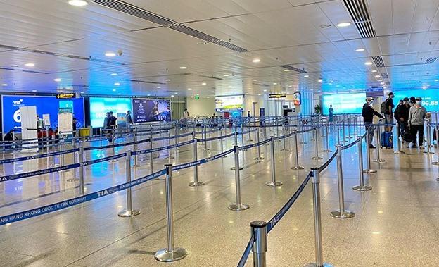 Cảnh vắng vẻ ở sân bay Tân Sơn Nhất thời Covid-19
