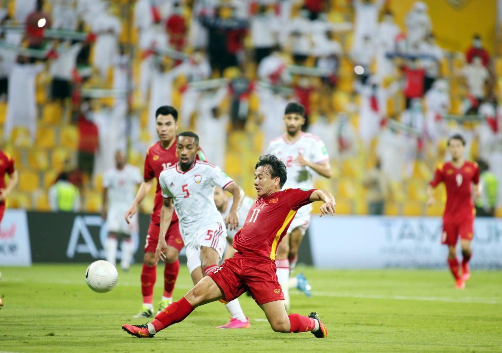 Cầu thủ Minh Vương ghi bàn vào lưới UAE tại vòng loại 2 World Cup 2022 (Ảnh: 24h.com.vn)