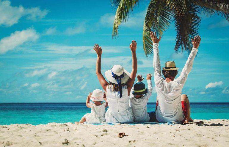 Tiêm chủng là chìa khóa cứu cánh ngành du lịch