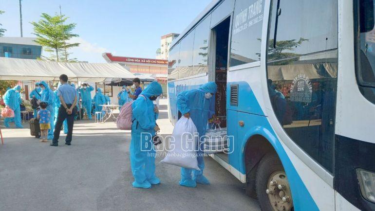 Tỉnh Hòa Bình đón gần 800 lao động từ tỉnh Bắc Giang trở về địa phương