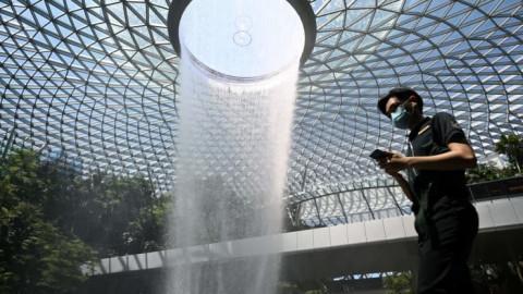 Singapore sẽ nới lỏng hơn nữa các hạn chế liên quan đến Covid-19 nhưng với tốc độ chậm lại