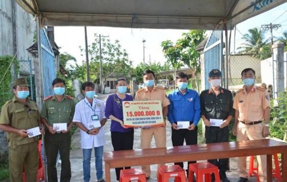Kiên Giang: Thăm, tặng quà 8 chốt kiểm soát liên ngành trên địa bàn tỉnh