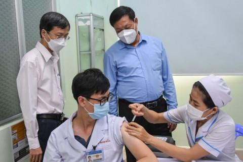 TP.HCM: Tiêm vắc xin ngừa COVID-19 ưu tiên cho công nhân