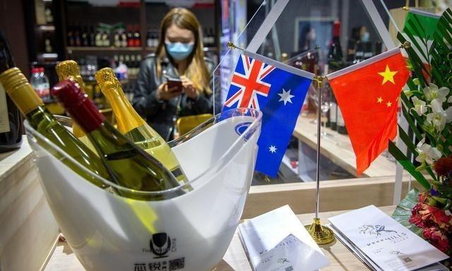 Chính phủ Australia hôm nay xác nhận nước này đang đệ đơn Tổ chức Thương mại Thế giới (WTO) về việc Trung Quốc áp thuế chống bán phá giá đối với các sản phẩm rượu vang nhập khẩu từ Australia