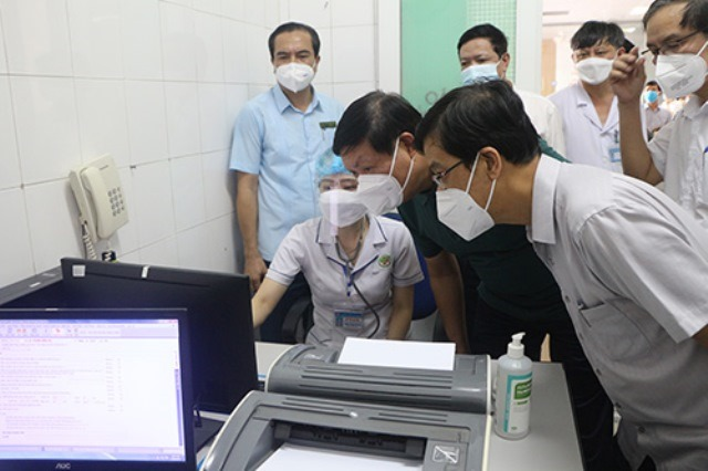 Thứ trưởng Bộ Y tế đánh giá cao công tác phòng chống dịch Covid-19 của Bệnh viện Đa khoa TP. Vinh