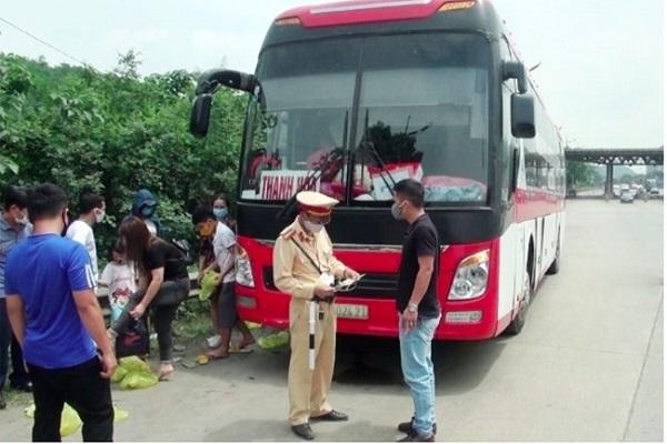 Lực lượng chức năng tăng cường kiểm soát các xe khách liên tỉnh trên địa bàn tỉnh
