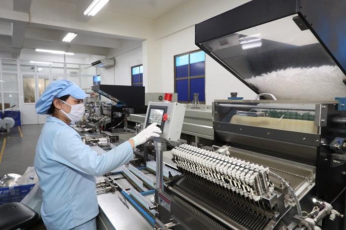 Sản phẩm bơm tiêm mà T&T Group tài trợ có quy trình sản xuất nghiêm ngặt, được Bộ Y tế cấp giấy chứng nhận chất lượng.