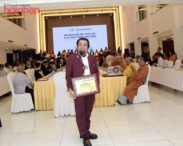 Doanh nhân Nguyễn Hoàng Sang vinh dự nhận Bằng khen Doanh nhân Văn hóa toàn cầu do UNESCO trao tặng.