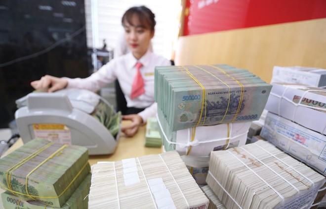 Đề xuất đưa lãi suất tiền gửi VND dần về mức 0%