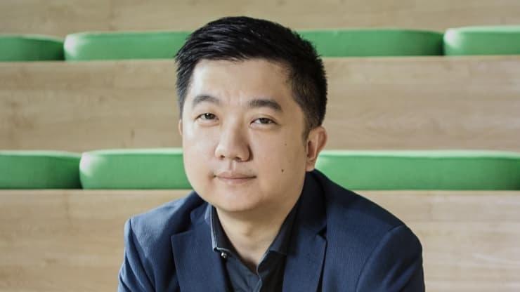 William Tanuwijaya, đồng sáng lập kiêm Giám đốc điều hành của Tokopedia, thuộc tập đoàn công nghệ khổng lồ GoTo của Indonesia.Đi đến