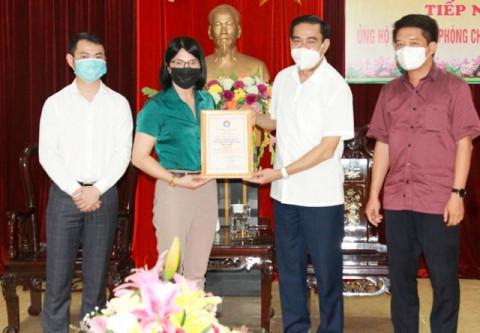 """Hà Tĩnh trao chứng nhận """"Tấm lòng nhân ái"""" cho doanh nghiệp ủng hộ phòng chống dịch Covid-19"""