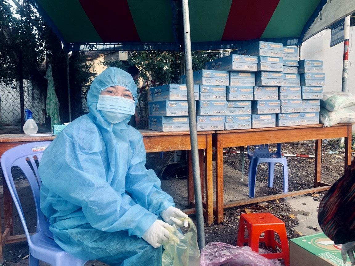 Bà Nguyễn Kim Loan, Chủ tịch LĐLĐ tỉnh Bình Dương xúc động cảm ơn đến các doanh nghiệp, tổ chức, cá nhân đã đã luôn sẵn lòng chung tay với các cấp chính quyền, tổ chức Công chăm lo cho người lao động trong những hoàn cảnh khó khăn nhất.