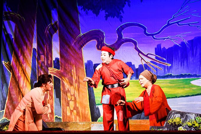 NSƯT Đỗ Ngọc Tâm (giữa) trong một vở diễn của Nhà hát Nghệ thuật truyền thống tỉnh Khánh Hoà.