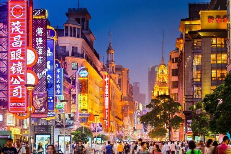 Trung Quốc tăng trưởng mạnh trở lại nhưng rủi ro lớn