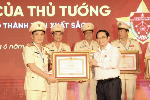 Công an tỉnh Phú Thọ nhận Bằng khen của Thủ tướng Chính phủ về thực hiện Dự án Cơ sở dữ liệu quốc gia và Dự án Sản xuất, cấp căn cước công dân