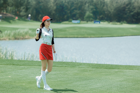 Á hậu Nhật Lâm - bóng hồng xinh đẹp trên sân Golf
