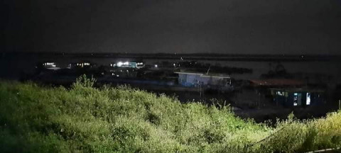 Bắt quả tang 19 tàu khai thác cát trái phép trên địa bàn tỉnh Vĩnh Phúc