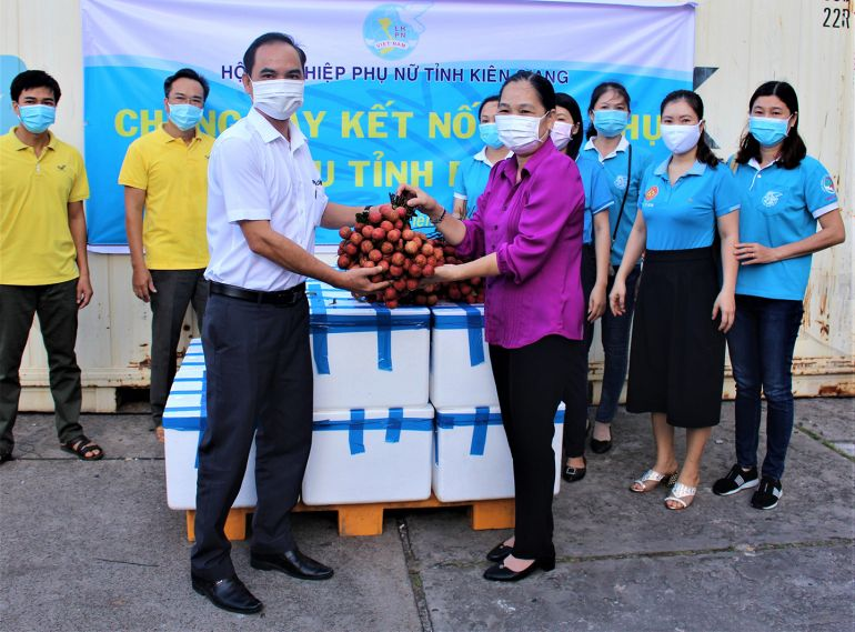Kiên Giang: Chung tay tiêu thụ trên 40 tấn vải thiều Bắc Giang