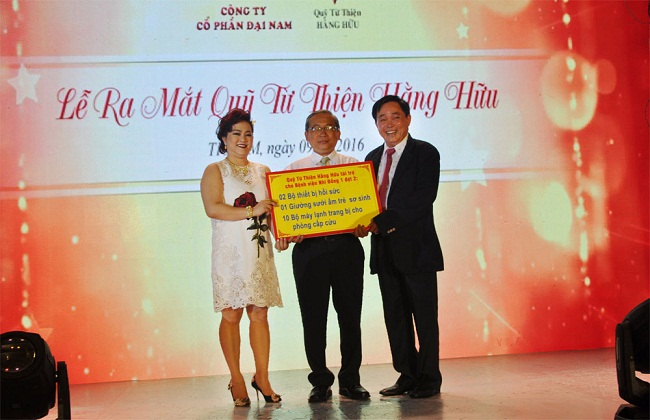 Quỹ từ thiện Hằng Hữu của gia đình bà Nguyễn Phương Hằng và ông Huỳnh Uy Dũng (Dũng lò vôi) sẽ tạm ngừng tài trợ tại ba bệnh viện lớn từ tháng 10 tới