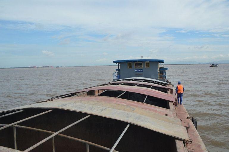 Bộ Tư lệnh Vùng Cảnh sát biển 1 tạm giữ 400 tấn than cám không rõ nguồn gốc