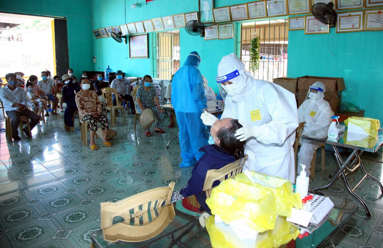 Ngành y tế phối hợp với địa phương nỗ lự lấy khoảng mẫu khoảng 100.000 người đạt khoảng hơn 60% trên cả 18 xã của huyện Vĩnh Bảo