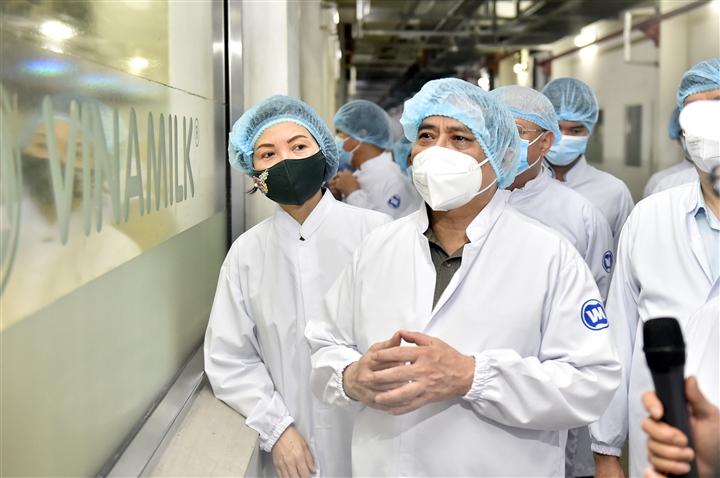 Thủ tướng kiểm tra công tác phòng chống dịch tại nhà máy Vinamilk